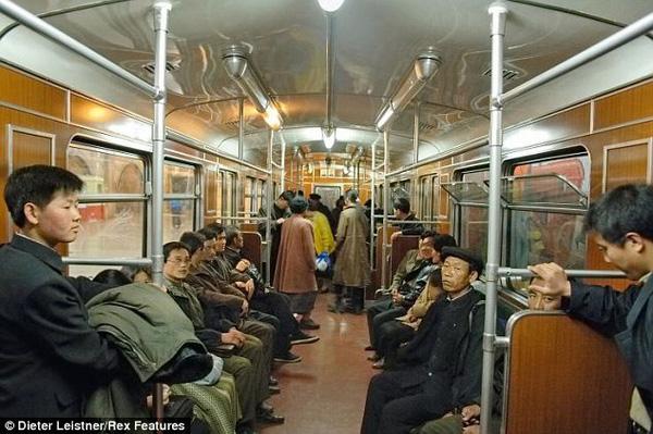 Một không khí căng thẳng trên chuyến tàu ở Triều Tiên