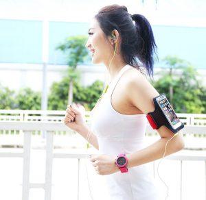 Sản phẩm túi chống nước điện thoại giúp bạn luyện tập thể dục, thể thao mà vẫn giữ được kết nối với mọi người