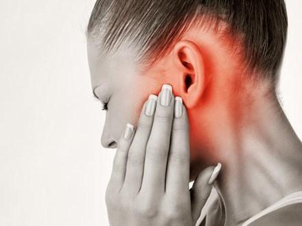 tác hại đeo tai nghe