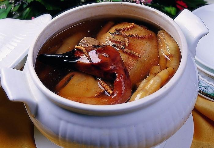 Thịt ngan nấu đông trùng hạ thảo - món ăn bổ dưỡng cho cả gia đình
