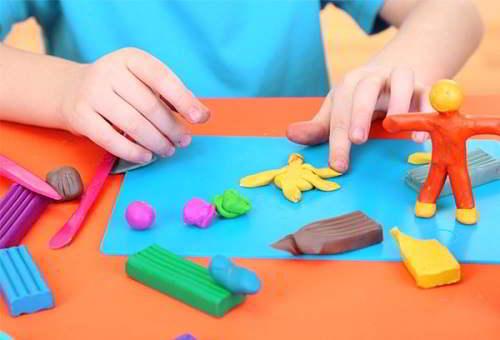 Đồ chơi giáo dục giúp bé phát triển tư duy sáng tạo
