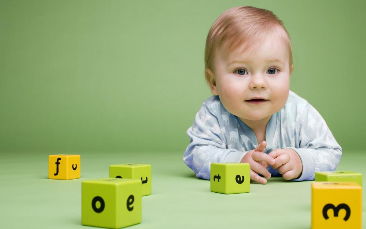 Trẻ tiếp xúc với đồ chơi giáo dục càng sớm càng có sự phát triển hoàn thiện