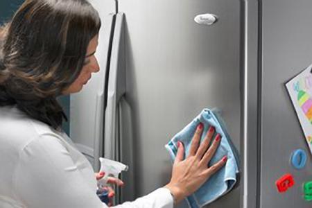 Cần thường xuyên vệ sinh và có cách chọn lựa tủ lạnh phù hợp với gia đình