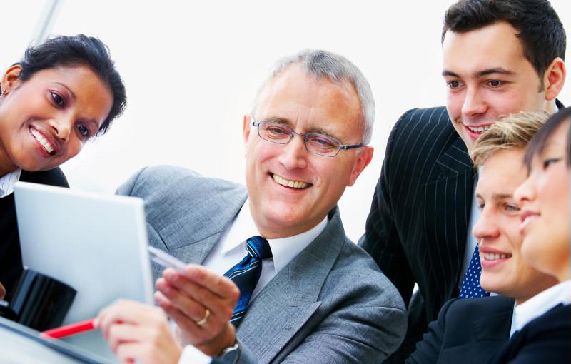 Mentor là người đưa ra những định hướng, giới thiệu cơ hội, và hỗ trợ cho người khởi nghiệp thành công