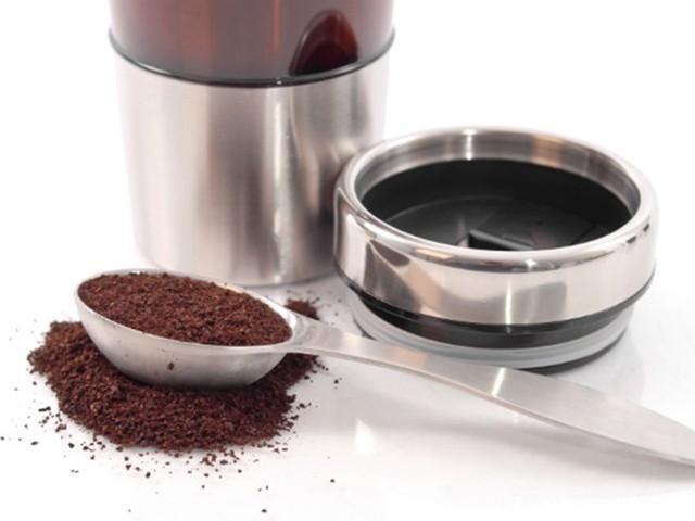 Khử mùi tủ lạnh với bột cà phê