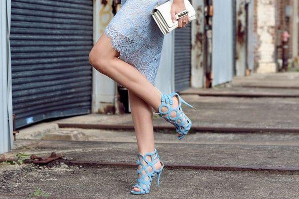 Cách chọn sandal cao gót cho bạn gái