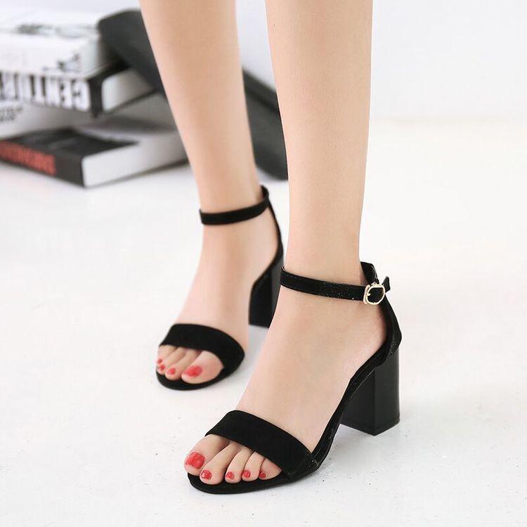 Hãy chọn những đôi sandal có chiều cao 5-7cm