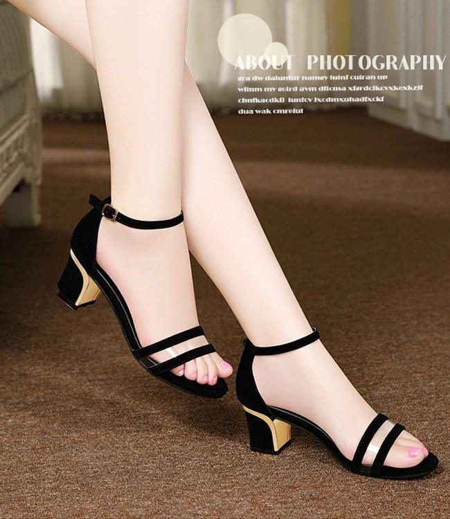 Sandal cao gót đế thô giúp cho đôi chân của bạn luôn thoải mái