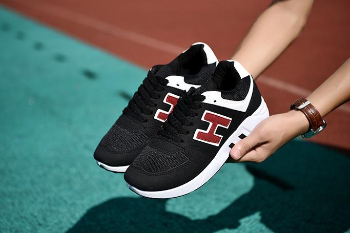 Trọng lượng là một trong nhưng tiêu chí quan trọng khi lựa chọn giày thể thao